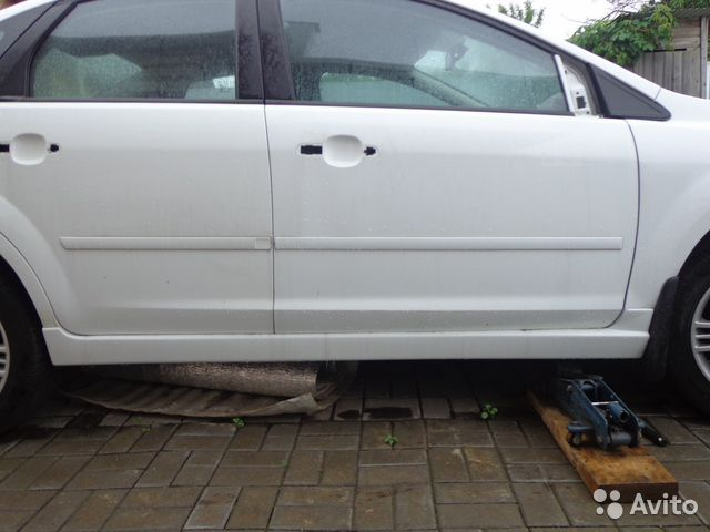 как крепится пластиковый порог на форд фокус 2 фото