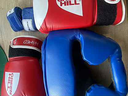 Перчатки и шлем для кикбоксинга