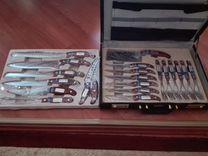Набор кухонных ножей и вилок