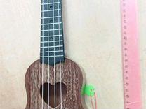Игрушечная гитара