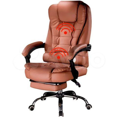 Офисные кресла с массажерами люди в нижнем женском белье